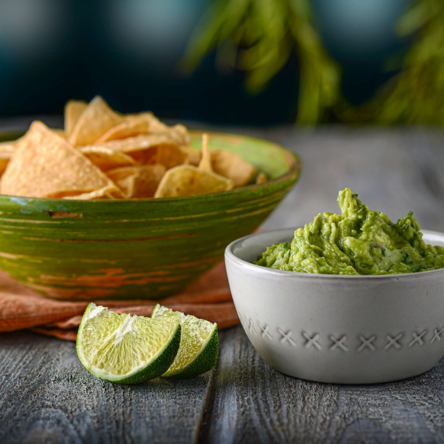 Guacamole And Dipping Chip With Lime